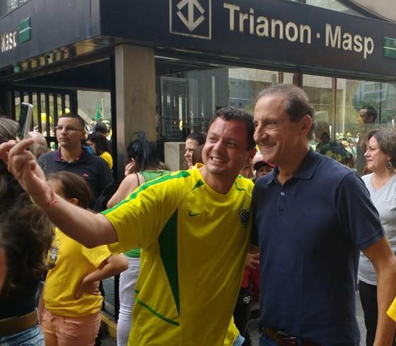 Paulo Skaf, presidente da Fiesp, em protesto na Avenida Paulista (Foto: Rafael Ciscati/Época)