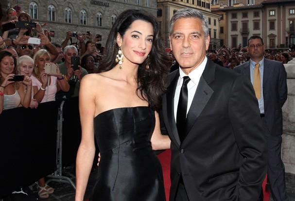 George Clooney e Amal Almuddin pretendem adotar criança