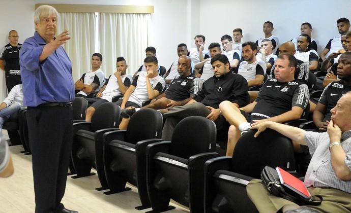 Modesto Roma paga jogadores do Santos