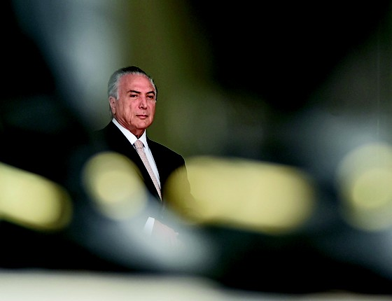 Quase só: o presidente Michel Temer no Planalto. Seu núcleo de confiança se reduziu a um ministro – Moreira Franco, também ameaçado pela Lava Jato (Foto: Ricardo Botelho/Brazil Photo Press/Ag. O Globo)