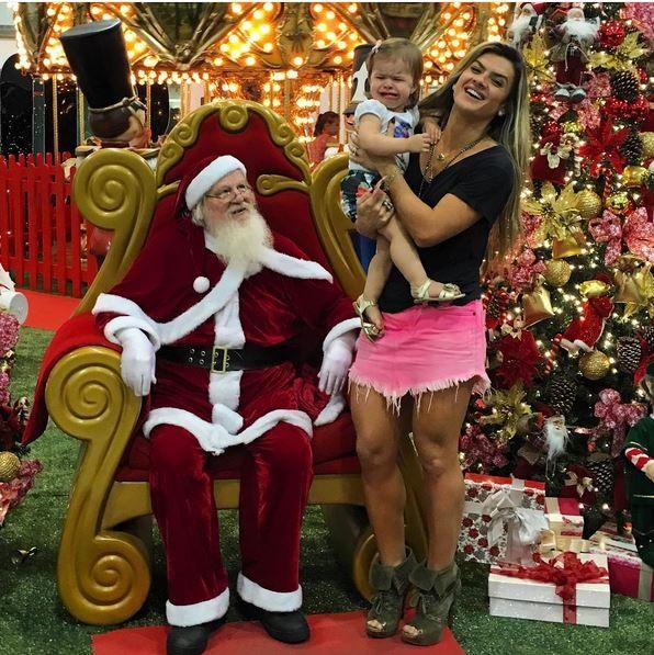 Ego Mirella Santos Leva A Filha Para Conhecer O Papai Noel
