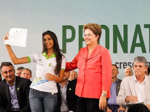 Dilma entrega certificados do Pronatec em João Pessoa  (Foto: Roberto Stuckert Filho/PR)