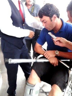 kleber grêmio gladiador cirurgia hospital tornozelo (Foto: Lucas Rizzatti/Globoesporte.com)