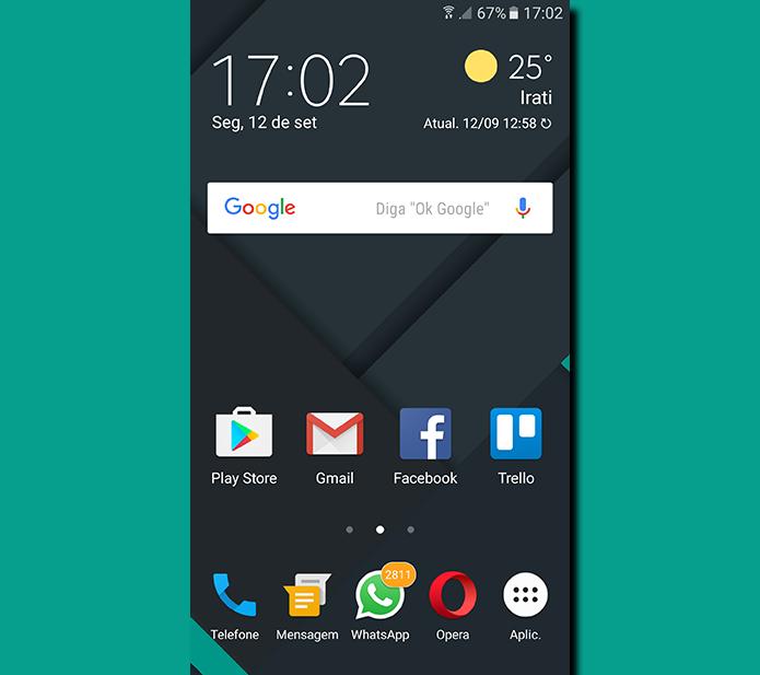 Toque e segure uma área livre da tela inicial do celular para liberar as opções de customização (Foto: Reprodução/Filipe Garrett)