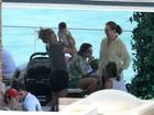 Shakira curte piscina de hotel no Rio com o filho