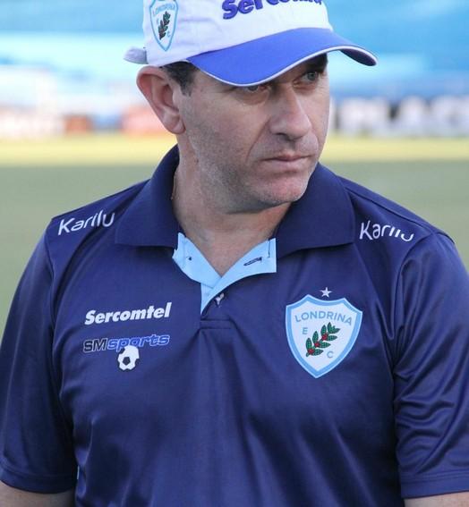 fazendo  as contas (Wellington Ferrugem/Londrina Esporte Clube)