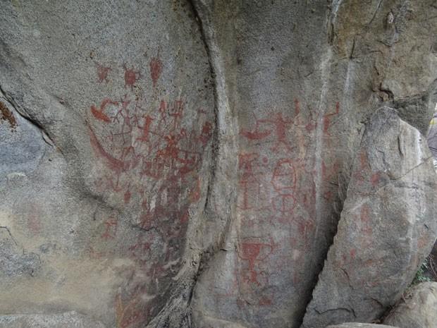 Paredão tem possíveis pinturas rupestres. (Foto: Luna Markman/G1)