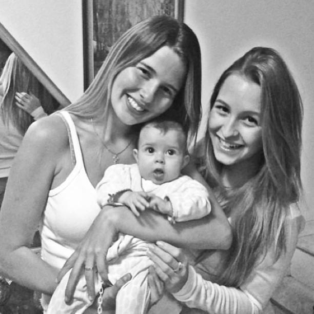 Carla Diaz visitando filha de Debby Lagranha, Duda (Foto: Instagram / Reprodução)