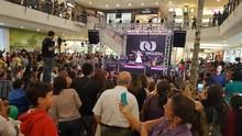 Público do Buriti Shopping se reuniu para assistir ao show de Ana Beatriz (TV Anhanguera)