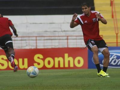 Roniery, lateral do Botafogo-SP (Foto: Cleber Akamine)