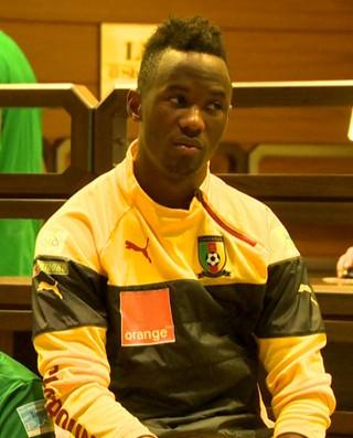 Carl Enow e Fabrice Olinga, jogadores de Camarões (Foto: Reprodução/TV Gazeta)