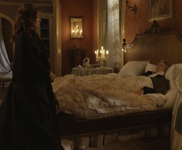 Durante sonho, a Condessa se lembra de conversa que teve com o falecido marido (Foto: TV Globo)