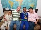 Adolescente de 16 anos é adotado por casal homoafetivo: 'Não tinha sonhos'