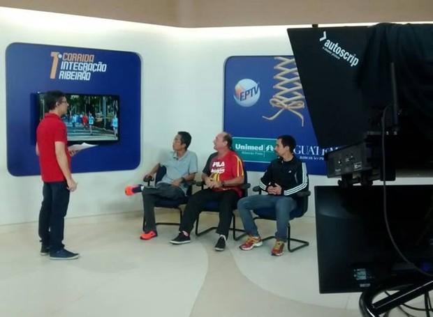 Equipe de transmissão posicionada nos estúdios da EPTV (Foto: Cléber Akamine, GloboEsporte.com)