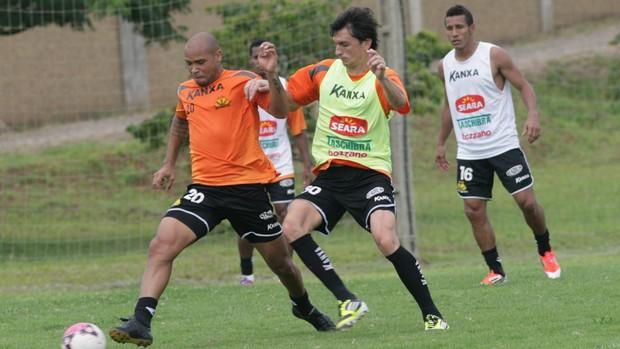 Matheus Ferraz em treinamento do Criciúma no CT Toca do Tigre (Foto: Fernando Ribeiro, Divulgação / Criciúma EC)