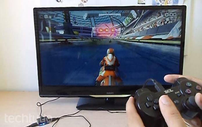 O adaptador reconhece vários tipos de controles joystick, até mesmo, alternativos  (Foto: Reprodução/Dario Coutinho)