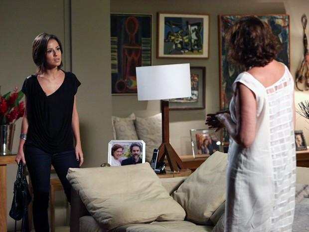 Clara enfrenta a mãe: 'Você que nunca se deu ao respeito!' (Foto: Raphael Dias/ Gshow)