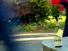 Casal reaproveita garrafas para levar mensagens positivas a cidade do RS