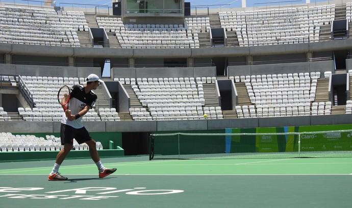 Thomaz Bellucci treina no Centro de Tênis do Parque Olímpico (Foto: Thiago Quintella)