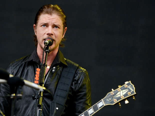 Paul Banks, vocalista do Interpol, canta no palco principal do Lollapalooza (Foto: Caio Kenji/G1)