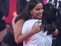 Anitta canta para fã com Síndrome de Down e se emociona no 'Caldeirão de Ouro'