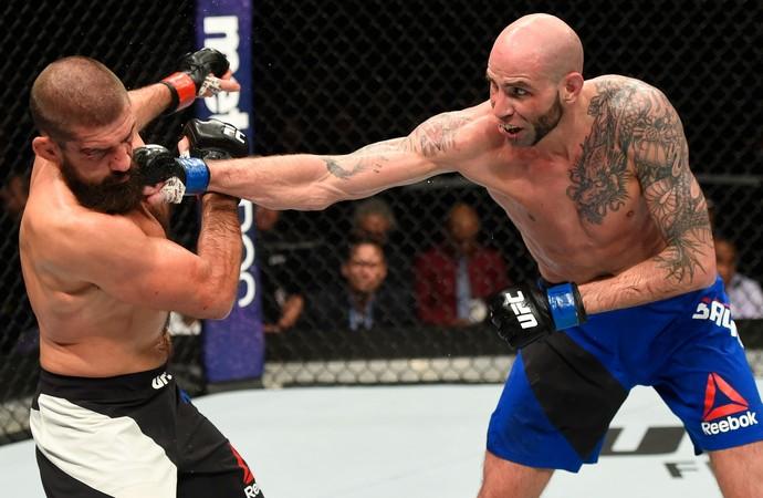 Ben Saunders x Court McGee UFC Phoenix (Foto: Getty Images)