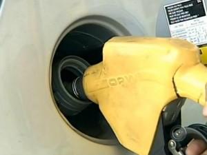 Procon orienta consumidor a pedir nota fiscal da gasolina usada (Foto: Reprodução/ TV TEM)