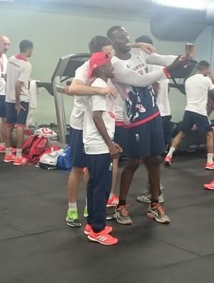 Atletas do boxe do Reino Unido estão treinando no Minas Tênis Clube (Foto: Rafael Araújo)