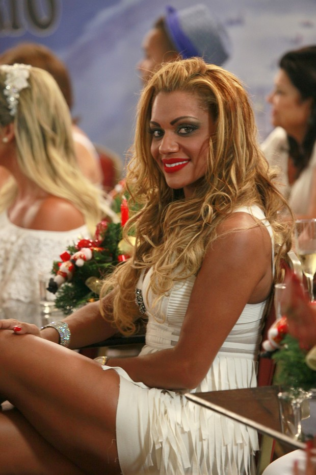 Ana Paula Evangelista na gravação do programa Samba de Primeira (Foto: Isac Luz / EGO)