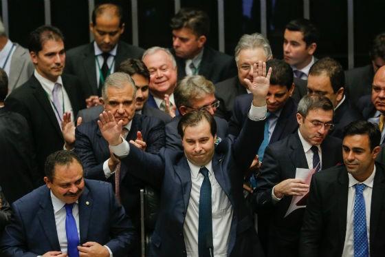 O deputado Rodrigo Maia (DEM-RJ) celebra a vitória na eleição para a presidência da Câmara (Foto: Sergio Lima/ÉPOCA)