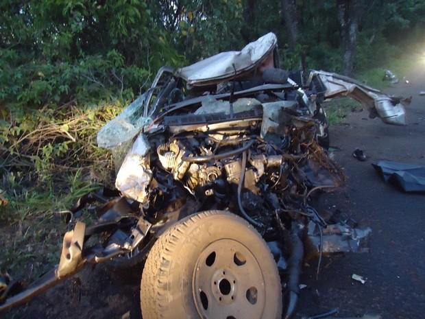 Motorista e passageiro da Chevrolet S10 são de Chapecó (Foto: PRF)