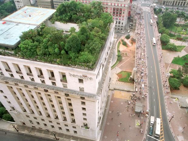 Telhado verde construído no edifício Matarazzo, atual sede da Prefeitura de São Paulo e antigo prédio do Banespa (Foto: Hélvio Romero/Estadão Conteúdo/Arquivo)
