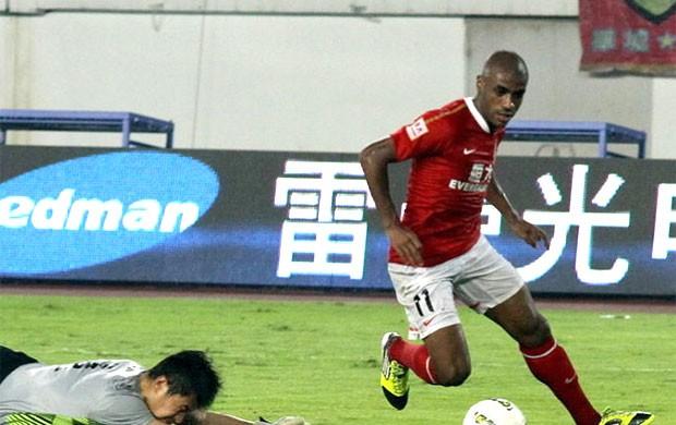 Muriqui marca gol do guangzhou evergrande (Foto: Reprodução)
