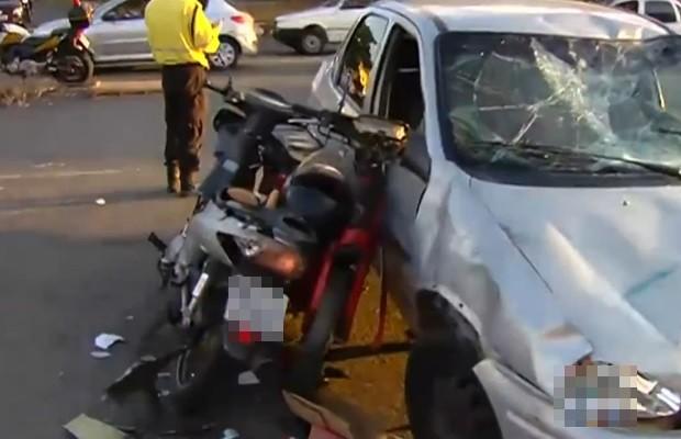 SMT diz que colisão ocorreu após motorista de carro fazer conversão irregular, em Goiás (Foto: Reprodução/TV Anhanguera)