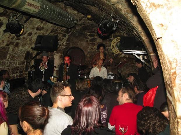 Les Caveau des Oubliettes, pub de Paris (Foto: Ana Carolina Peliz/Especial para o G1)