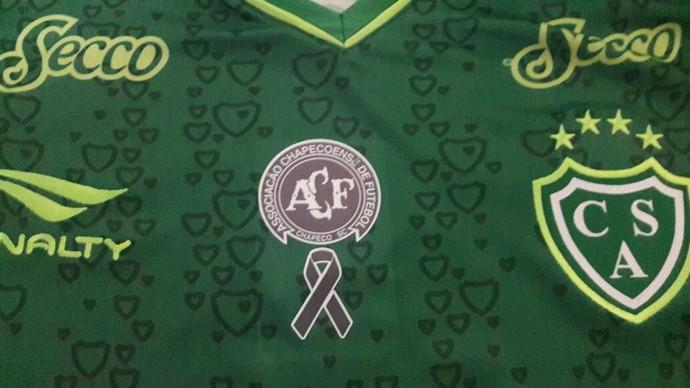 sarmiento homenageia chapecoense na camisa (Foto: Divulgação)