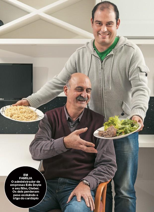 EM FAMÍLIA O administrador de empresas Edis Doyle e seu filho, Cleber. Os dois perderam peso excluindo o trigo do cardápio (Foto: Ricardo Jaeger/ÉPOCA)