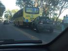 Acidente deixa o trânsito lento na BR-393, em Volta Redonda, RJ