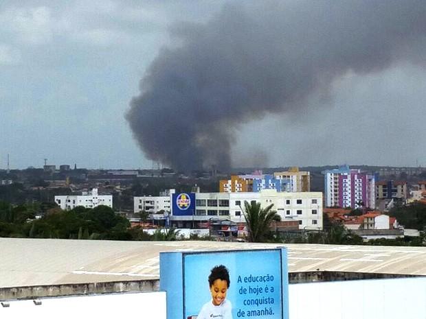 Incêndio atinge área de mangue em São Luís (Foto: João Ricardo Barbosa / G1)