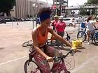 Estudante cria projeto para ensinar mulheres a andar de bike na Bahia