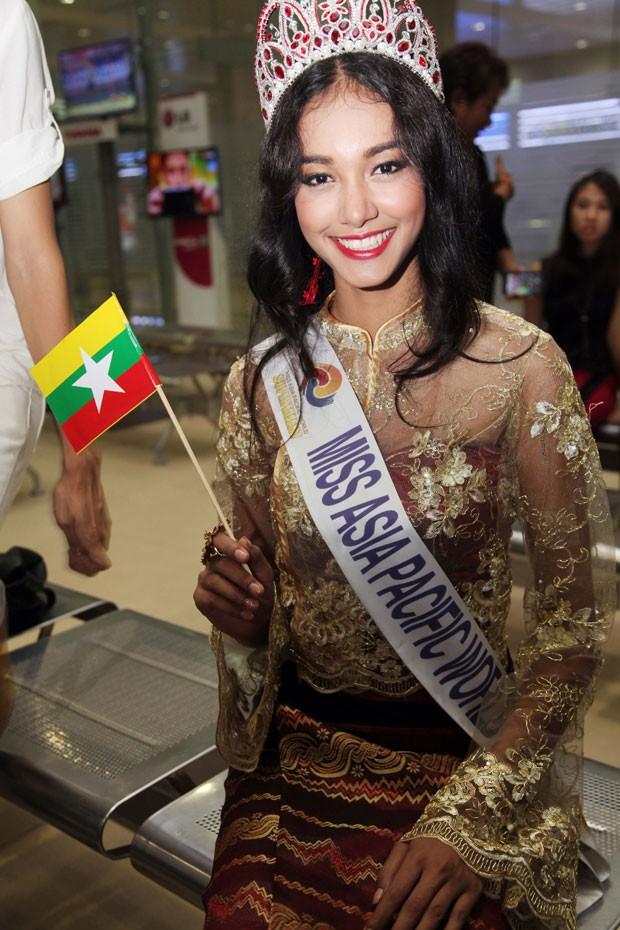 Myat Noe sumiu com a coroa avaliada em US$ 100 mil (R$ 223,5 mil)  (Foto: Khin Maung Win/AP)