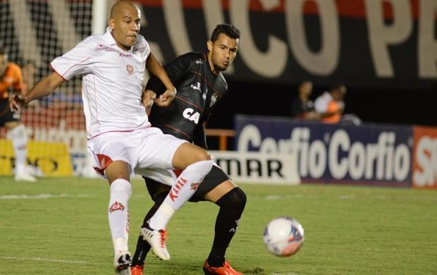 Fernado Karanga e Guilherme Santos Atlético-GO x Boa Esporte (Foto: Carlos Costa / Futura Press)