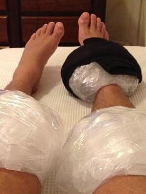 Everton Ribeiro, do Coritiba, postou foto do tratamento com gelo (Foto: Arquivo pessoal)