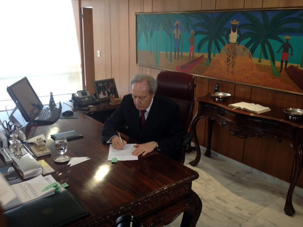 O presidente do STF, ministro Ricardo Lewandowski, despacha no Palácio do Planalto (Foto: Filipe Matoso / G1)