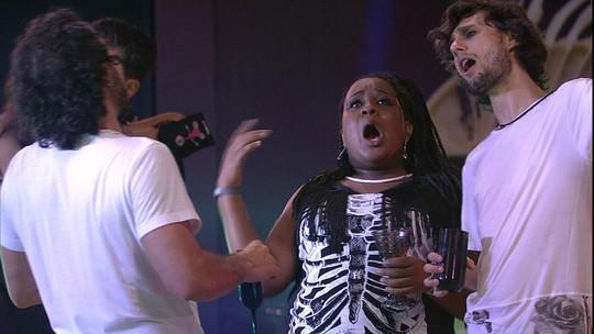 Rômulo, Pedro e Roberta se empolgam ao som de 'Não deixe o samba morrer'