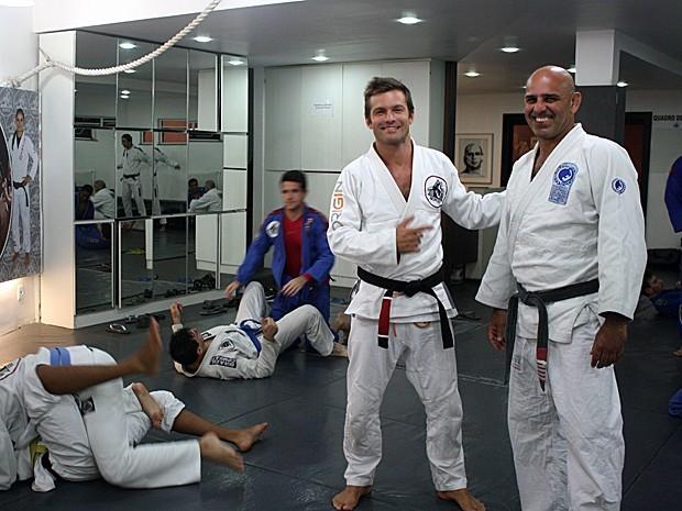 Cláudio Heinrich com o mestre do jiu-jitsu Roberto Correa (Foto: Arquivo Pessoal)