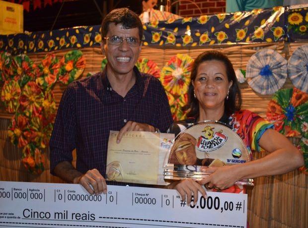 Quadrilha recebeu prêmio em dinheiro pela consquista do primeiro lugar (Foto: Marina Fontenele/G1 SE)