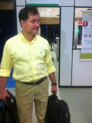 Roger Pinto chega a Brasília (Foto: G1)