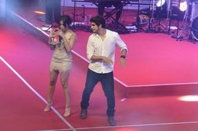 Anitta e Caio Castro em prêmio no Rio (Foto: Roberto Teixeira/ EGO)