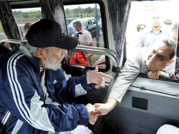 * Fidel Castro faz primeira aparição pública em mais de um ano.